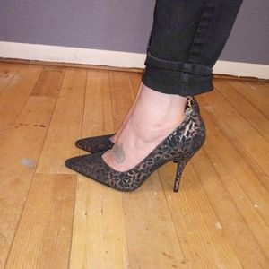 Susan Luci Black/Silver Lace Pointy Toe Pumps